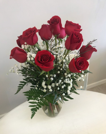 Dozen Mid-Stem Red Roses*