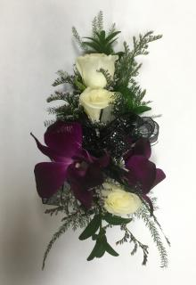 Combo: 3 Sweetheart Roses + 2 Orchids
